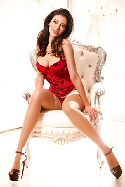 Antonia 36C Brunette South Kensington Escort in London