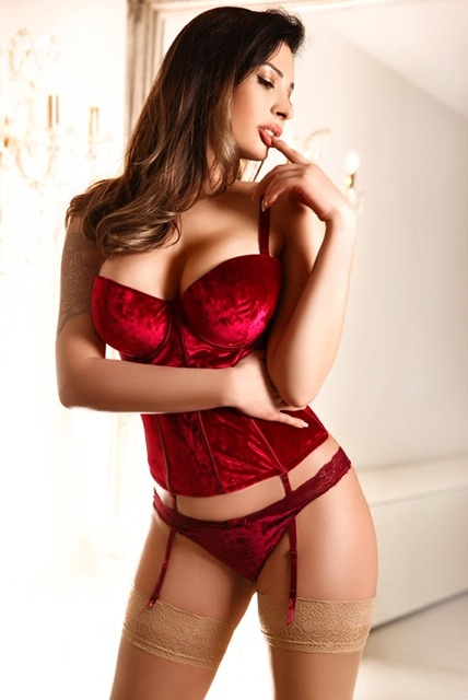 Antonia 36C Slender Classy Brunette South Kensington Escort in London